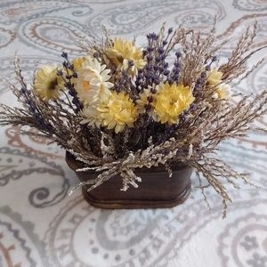 Accents - Floral display